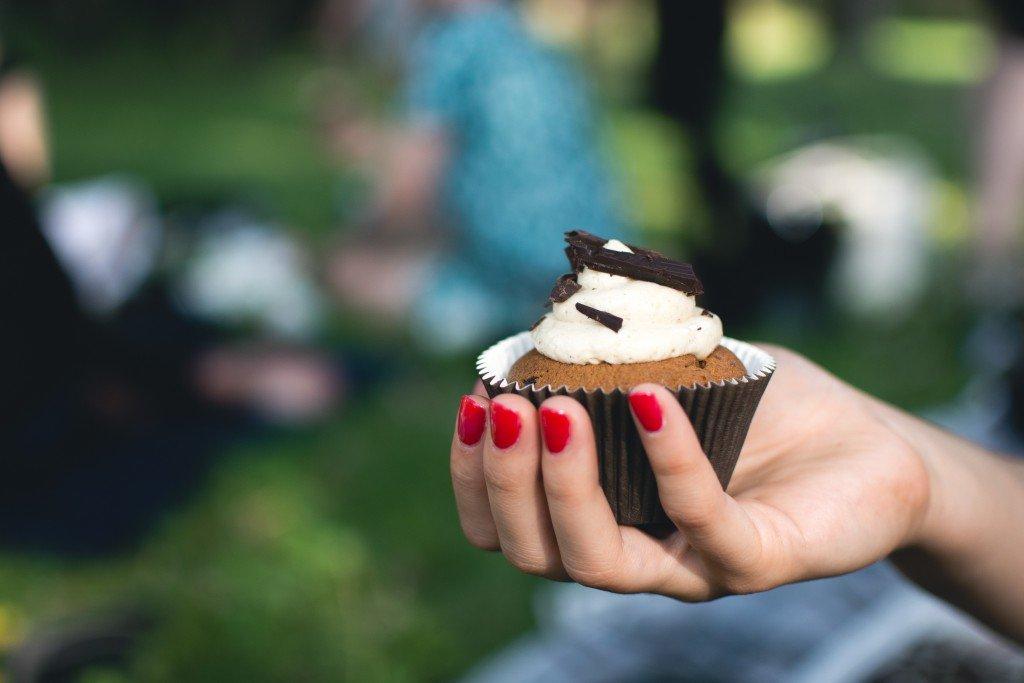 foodiesfeed.com_picnic-cupcake2